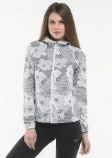 f9328802fbda Женские спортивные ветровки. Ветровка является самым популярным видом одежды  и самым практичным. Будучи универсальной курткой, подходящей практически  для ...