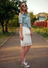 Гипюровая юбка с кедами
