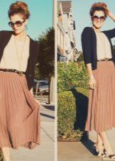 Пиджак и плиссированная юбка