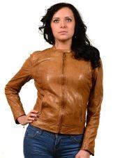 544d8bb6deb Кожаные куртки появлялись в коллекциях многих дизайнеров в этом сезоне