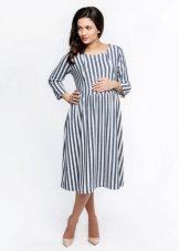 4c558eabdeeb79 В таком платье женщина не так сильно потеет, и, соответственно раздражения  возникают гораздо реже. Носить платье из хлопка одно удовольствие