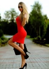 Сексуальная блондинка в платье в офисе #13