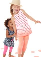 Основным товаром от Carters является удобная и красивая детская одежда.  Наибольшую популярность товары имеют в США, где по статистике на каждого  малыша ... f0e65973e07