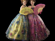 01f9fa46221 Современная мода предлагает самые разные варианты длинных шикарных платьев