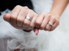 К слову о восточных семьянинах, они часто не надевают обручальное кольцо,  хоть и являются женатыми, поскольку мужчинам не подобается носить ювелирные  ... bc9e412711b