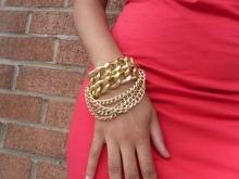 Женские золотые браслеты (118 фото): на какой руке женщины носят украшения из золота, широкий кожаный аксессуар с драгоценным металлом