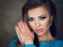 Макияж на выпускной 2022 для голубых глаз (29 фото): идеи для серо-голубых, легкий и нежный мейкап