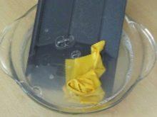 Как почистить силиконовый чехол: как помыть или оттереть пожелтевшее изделие, чем отмыть от желтизны