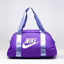 cdd0dbfea901 Впрочем, в последней коллекции, сумки выделяются как раз отсутствием яркой  отделки. Бренд Найк, как и многие бренды, в этом сезоне отказался ...