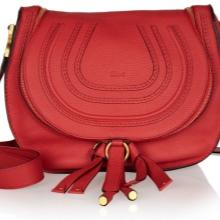 82017ed7e083 Но есть сумочка, которая может сделать любой образ девушки ярким и  привлекательным, заметным и стильным. Красная сумка – аксессуар, не  требующий ...
