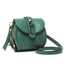 bb4ae1846c91 Почитательницы элегантных и сдержанных моделей смогут дополнить свой образ  классической сумкой с закругленными краями – эта модель сейчас на пике ...