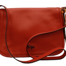 529f6996699d Сумка — неотъемлемый аксессуар любой модницы. Женские сумки через плечо  сочетают в себе и красоту, и комфорт. Они позволяют освободить руки и  создать ...