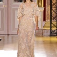 d82aff68fc6 При выборе кружевного платья важно учитывать особенности фигуры. Стройным  модницам подходят платья любого фасона и длины. Дамам с пышными формами  лучше ...