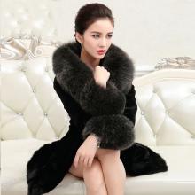 bdd1e494f Также модельный ряд шуб из Китая поражает своим многообразием фасонов и  стилей. Есть как короткие полушубки и меховые жилеты, так и шубы различных  фасонов: ...