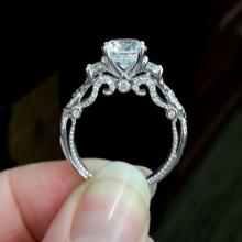 ec567a632c88 Останавливая свой выбор на кольце с бриллиантом, вы точно не прогадаете,  ведь этот камень имеет массу преимуществ. Украшения с бриллиантами очень  долговечны ...