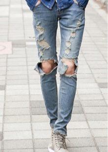 ea2c7ca3c767a Если девочка выросла из своих любимых джинсов, то сейчас – это не проблема.  Модным аспектом являются подвернутые джинсы до щиколотки или чуть выше.