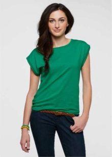 Что носить с зеленой футболкой