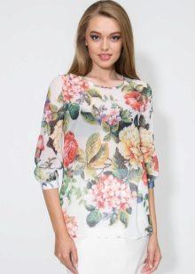 e5b3e14e801 Дневной образ помогут создать блузки пастельных оттенков с легким цветочным  узором