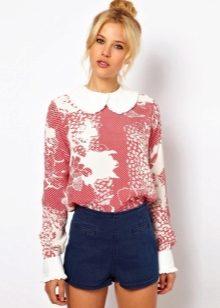 79528b101a7 Низ для подобной блузки должен выбираться обязательно однотонный. К легким  цветным блузкам подойдут белые джинсовые шорты или брюки глубоких оттенков.