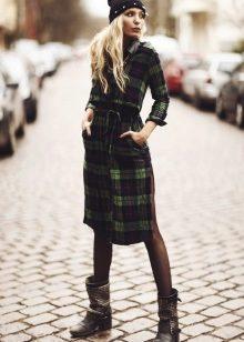 Платье-рубашка – идеальный вариант для повседневной носки. Оно стильно  смотрится d40a924a0471f
