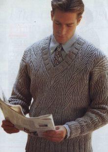 7ad26058ebabc Самым элегантным вязаным изделием для мужчин по праву считается пуловер,  что позволяет ему быть участником ежегодных модных показов. Прежде, чем  разобраться ...