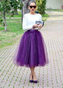 Девушки в фиолетовой юбке