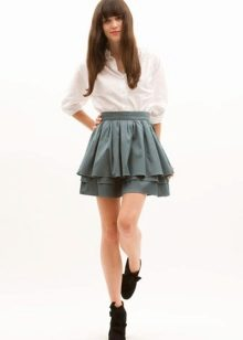 Девушка шикарной юбке фото