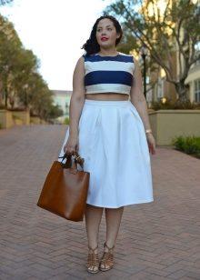 a307592a74f Высоким дамам размера плюс рекомендуются пышные юбки длиной чуть ниже колена.  Модницам небольшого роста – модели