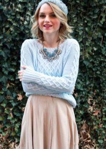 068fb817183 Сочетание юбки и свитера цепляет своей непосредственностью. Многие именитые  дизайнеры доказали