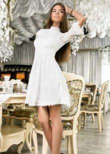 094c5ccd512d00d Самые смелые решения, такие, как гипюровые платья или наряды с открытой  спиной, предназначаются для юных леди. Чем более зрелая по возрасту дама  выбирает ...