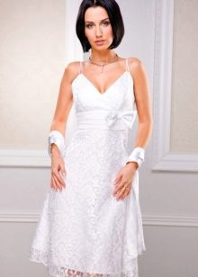 18e97c263e7ebab Невеста надевает шедевр рукоделия, щедро украшенный кружевом или шитьем,  мережками и вставками из полупрозрачных тканей. Невероятно красивы короткие  платья ...