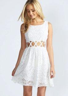 Белое короткое платье на лето