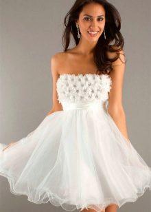 Белое платье с корсетом короткое