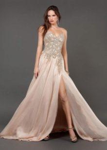 Легкое длинное платье с разрезом
