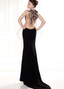 b8ef2fe70540 Платья с открытой спиной не принято перегружать драпировкой, оборками или  сложным кроем. Чем глубже вырез, тем проще крой, и тем элегантнее вы будете  ...
