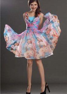 e5d7bf2a83f953b А для полных девушек дизайнеры и вовсе выпускают целые коллекции  привлекательных коктейльных нарядов.