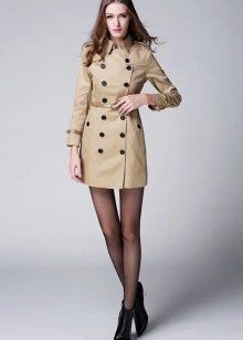 В дождливую погоду трудно представить одежду более удобную, чем плащ. В  некотором смысле он является промежуточным вариантом между курткой и  пальто, ... ef092baf5f2