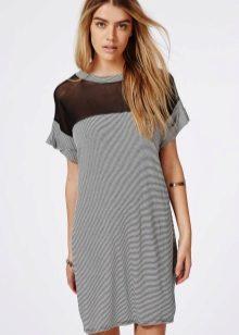 916e0a39d9c Варианты исполнения платьев-футболок разнообразны. Они могут иметь рукава  разной длины и кроя