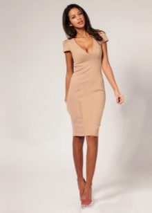 Короткие платья с вырезом спереди