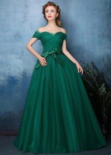 3997cb5b3bd Платье с открытыми плечами может относиться к античному