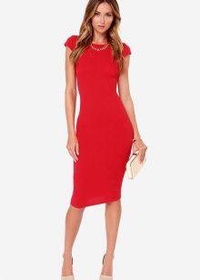 45261249ebc ... белого или бежевого цвета – вот идеальный вариант для красного платья –  футляр. Совсем смелые особы выбирают под такое платье еще и красную обувь