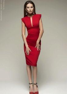 7b27bcb5cd9df10 ... белого или бежевого цвета – вот идеальный вариант для красного платья –  футляр. Совсем смелые особы выбирают под такое платье еще и красную обувь,  ...