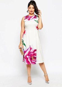 Платье на два размера больше