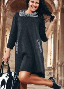 12eb2c8deff Пользуются популярностью и полуприлегающие фасоны трикотажных платьев с  косыми и вертикальными накладные карманами и декоративными швами.