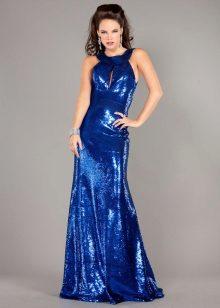 Модель брюнетка в голубом платье друзьями брюнетка большой