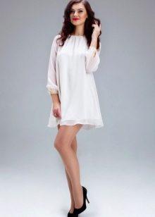 0b07703f056 Невестам также стоит обратить внимание на белые шифоновые платья. Этот  легкий полупрозрачный материал подчеркнет все ваши достоинства