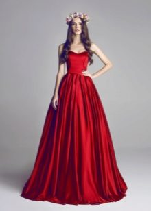 c6ce88d3e282 Женщина в длинном наряде выглядит соблазнительней и загадочней, нежели дама  в открытом и провокационном платье. Длинные платья в последнем сезоне ...