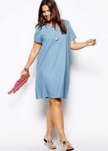 f6be9d39432 Также полным девушкам рекомендуются джинсовое платье-халат и платье с  запахом. V-образный вырез на этих моделях зрительно вытянет ваш силуэт.
