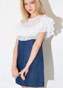 22372046c7e5a21 На джинсовых моделях вы можете встретить воланы как из денима, так и из  других материалов. Джинсовое платье с воланами на плечах придаст вашему  образу ...