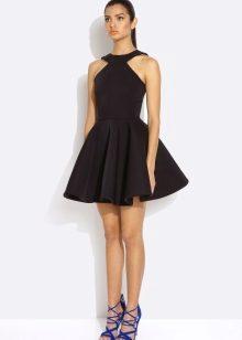 Девушки в черных мини платьях фото 292-658